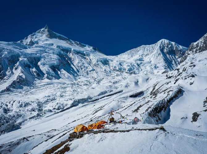 Первый высотный лагерь на Манаслу. Фото Alex Txikon