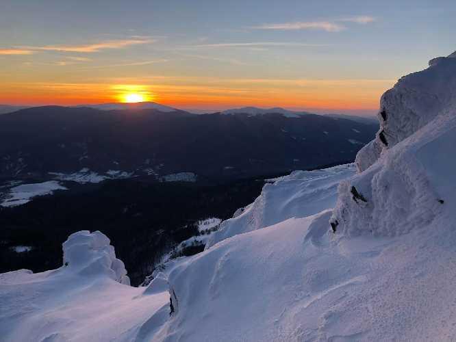 Захід сонця з вершини гори Пікуй. Фото  Ігор Магновський