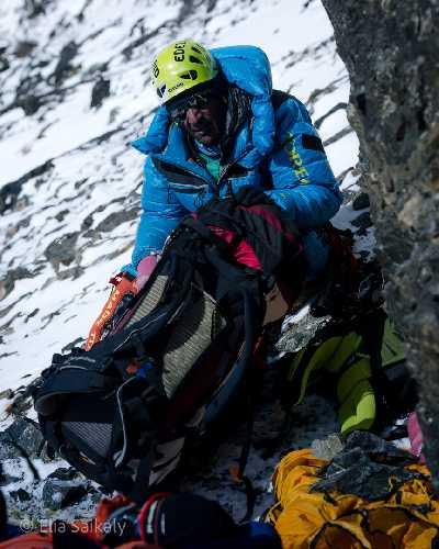 Пасанг Каджи Шерпа (Pasang Kaji Sherpa) на спуске с К2. Фото Elia Saikaly