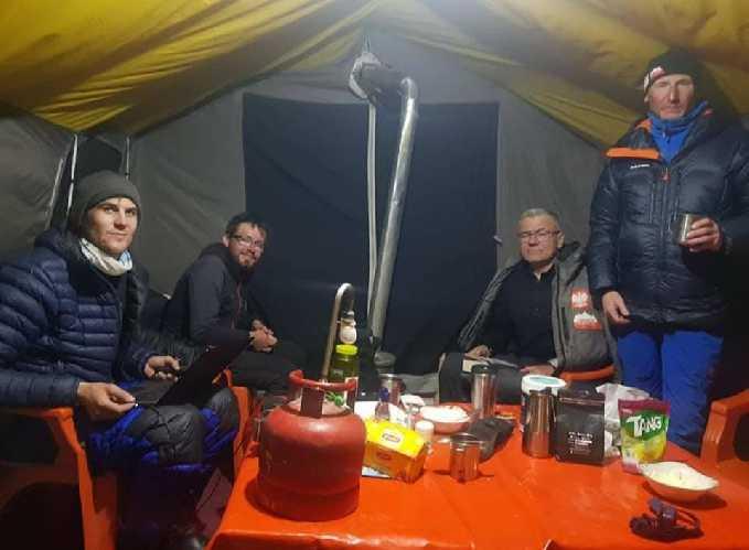 Польская команда в базовом лагере Лайла Пик