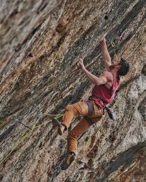 Том Болжер открывает на скалах Испании новый, сложнейший в мире маршрут