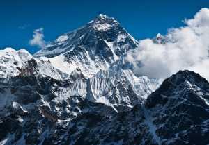 Непал начинает выдавать пермиты для восхождения на Эверест на весенний сезон 2021 года