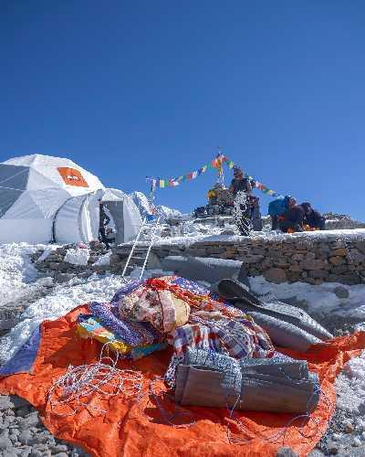 Сбор базового лагеря Манаслу. фото Alex Txikon