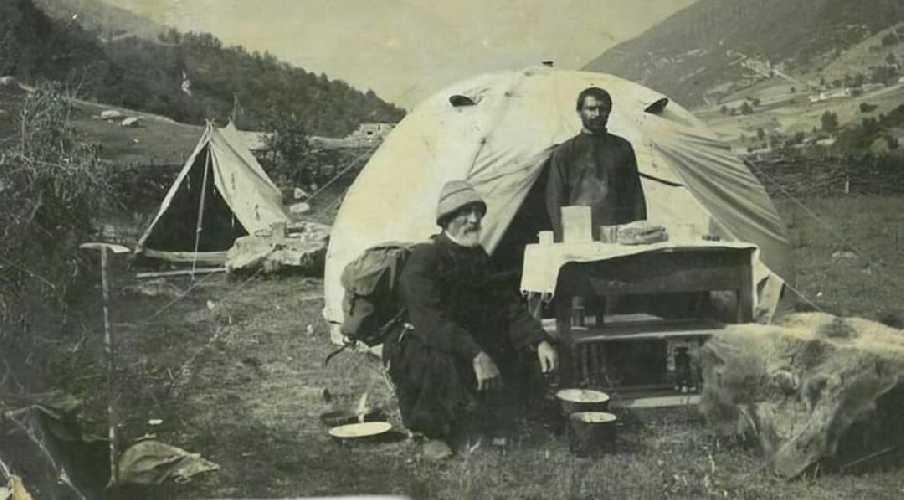Муратбии Киболиани-Шамприани (на фото слева). Первый восходитель на гору Ушба южная.