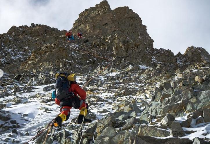 Альпинисты у Черной пирамиды по пути в 3-й лагерь на восьмитысячнике К2. Фото: Фото: Elia Saikaly