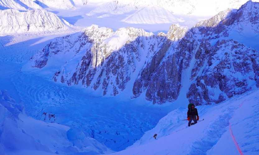 Лонни Дюпре (Lonnie Dupre) в попытке зимнего восхождения на Хантер. 2020 год