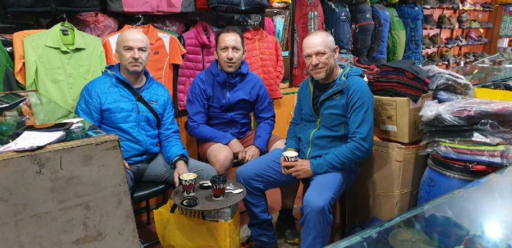 Мариуш Гейне (Marius Gane), Хория Колибашану (Horia Colibășanu), Петер Хамор (Peter Hamor) в Катманду. Фото: Peter Hamor