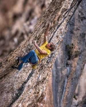 За 10 дней на французских скалах Александр Мегос проходит три сложнейших маршрута категории 9a+