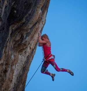 Мартина Деммель открывает свой первый маршрут категории 9а на скалах испанской Олианы
