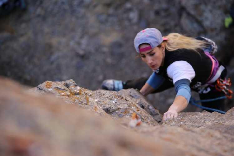 Ведущая иранская скалолазка Фарназ Эсмаэльзадех ( Farnaz Esmaeilzadeh ). Скалолазание - самый популярный женский вид спорта в Иране. Фото: Farnaz Esmaeilzadeh