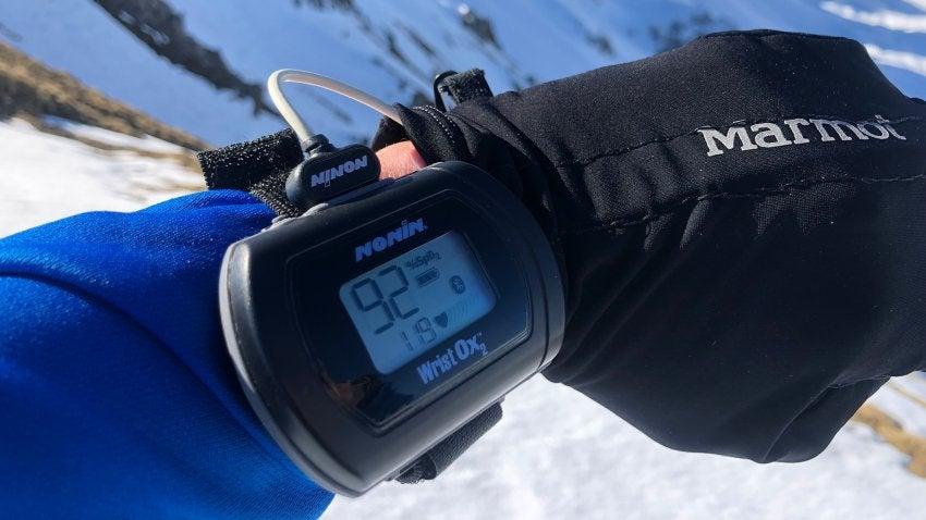 Портативный сенсор насыщения кислородом крови. Модель была испытана в сезоне 2019 года и будет применена клиентами компании на Эвересте в сезоне 2021