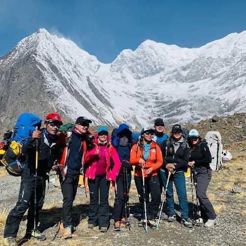 Непальская команда перед восхождением на Аннапурну. Фото Pasang Lhamu Sherpa