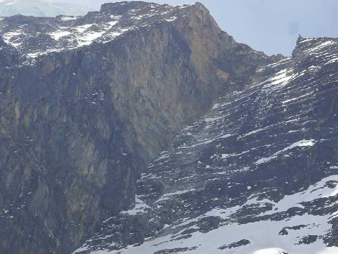 Вид с отметки первого высотного лагеря на Северо-Западном хребте восьмитысячника Дхаулагири. Фото Horia Colibășanu