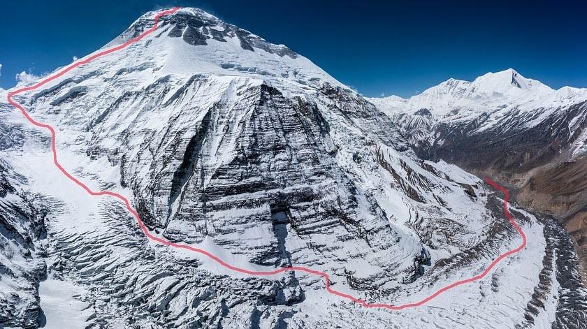 Маршрут, по которому Эстебан «Топо» Мена и Карла Перес должны пройти от своего базового лагеря до вершины Дхаулагири. Фото Томми Джойс