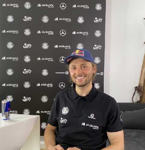 Анджей Баргель (Andrzej Bargiel) во время пресс-конференции перед началом лыжной экспедиции