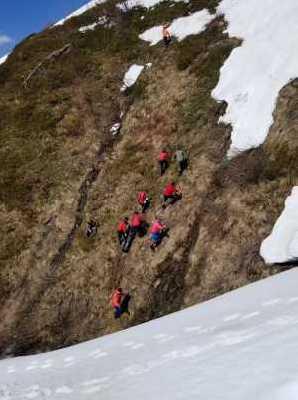 Эвакуация в Карпатах: тело погибшего туриста транспортировали в Пилипец