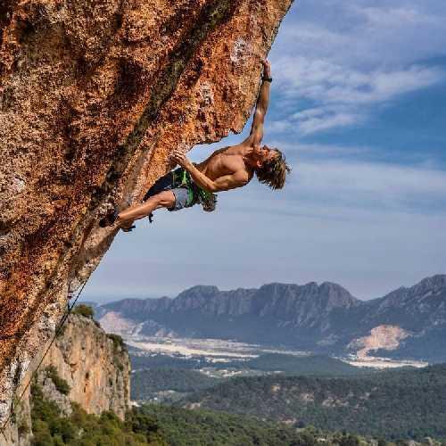 Илья Бахмет-Смоленский на скалах Турции. Фото David Kaszlikowski