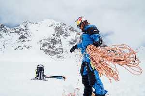 Анджей Баргель стал первым в мире, кто поднялся на вершину Яваш Сар II (6178 м) в Пакистане и спустился с нее на лыжах