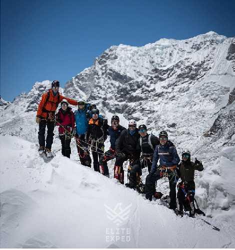 команда Нирмала Пурджи на ледопаде Кхумбу на Эвересте. апрель 2021. Фото Nirmal Purja