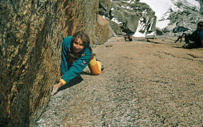 Мартина Роллан (Martine Rolland) в восхождении на  пик Эгюий дю Миди (Aiguille du midi , 3842 м).