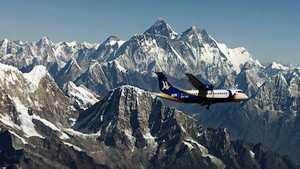 Из-за коронавируса Непал закрывает аэропорты на время сезона экспедиций