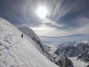 Инес Паперт и Лука Линдич открывают новый маршрут на горе Хантингтон на Аляске
