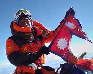 Новый мировой рекорд на Эвересте: Ками Рита Шерпа поднялся на вершину в 25-й раз!