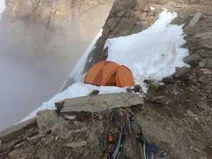 Попытка прохождения нового маршрута на Дхаулагири: команда поднялась в первый высотный лагерь