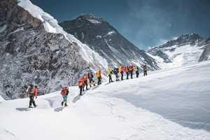 Первые восхождения на Эверест в сезоне 2021 года стали новыми достижениями на вершине мира