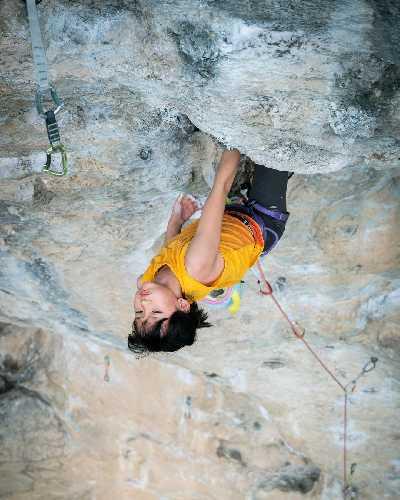 """Мейни Ли (Meini Li) на маршруте  """"China Climb"""" категории 8b+. Фото Karma Photograph China"""