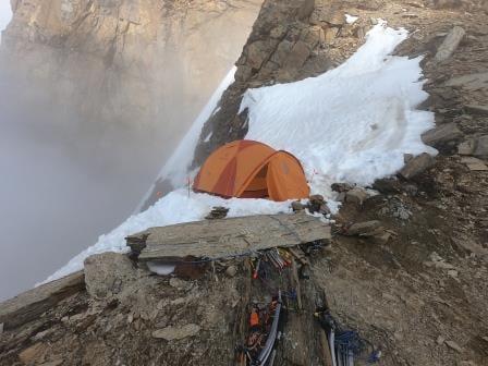 Первый высотный лагерь на Северо-Западном хребте восьмитысячника Дхаулагири. Фото Peter Hamor