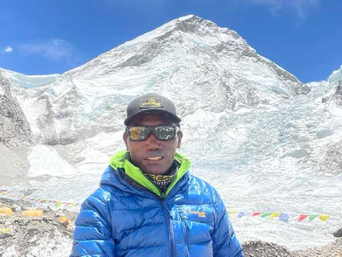 Ками Рита Шерпа (Kami Rita Sherpa) в базовом лагере Эвереста. 14 мая 2021 года. Фото Kami Rita Sherpa