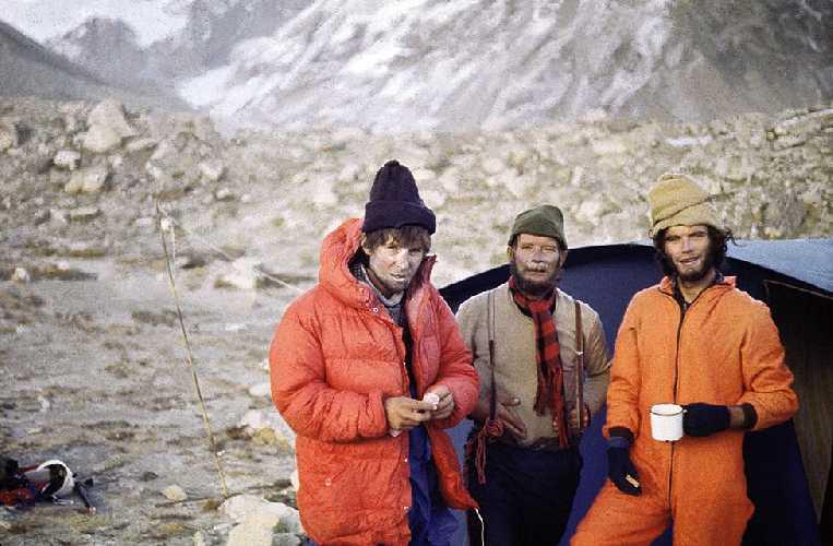 """Слева направо: Войцех """"Войтек"""" Куртыка (Wojciech """"Voytek"""" Kurtyka), Ежи Кукучка (Jerzy Kukuczka) и Алекс МакИнтайр  (Alex MacIntyre) в 1981 году в экспедиции на восьмитысячник Макалу"""