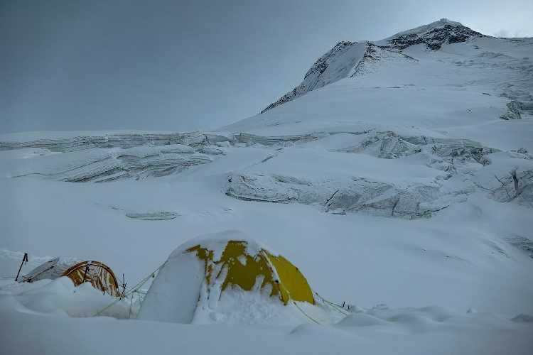 Дхаулагири. Первый высотный лагерь на отметке 5700 метров. Фото Carlos Soria