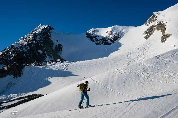 Во Французских Альпах в лавинах погибли 7 туристов