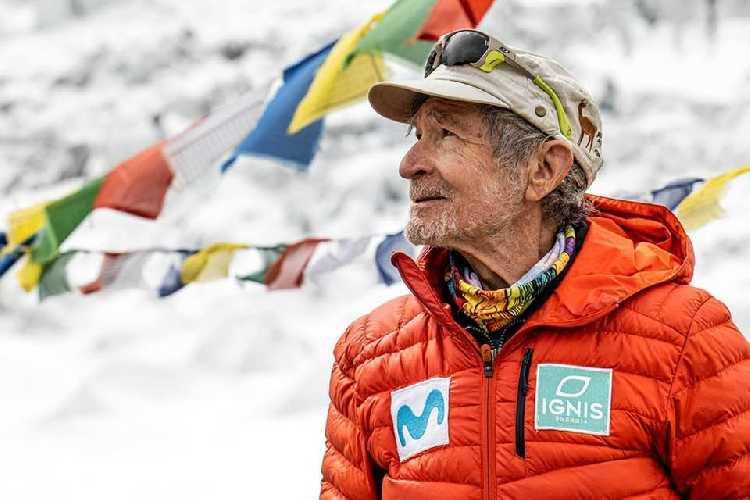 82-летний Карлос Сория (Carlos Soria) в базовом лагере Дхаулагири. Фото Carlos Soria