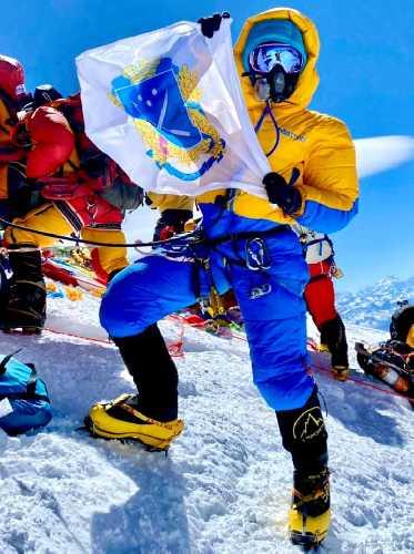 Ирина Караган на вершине Эвереста. 23 мая 2021 года