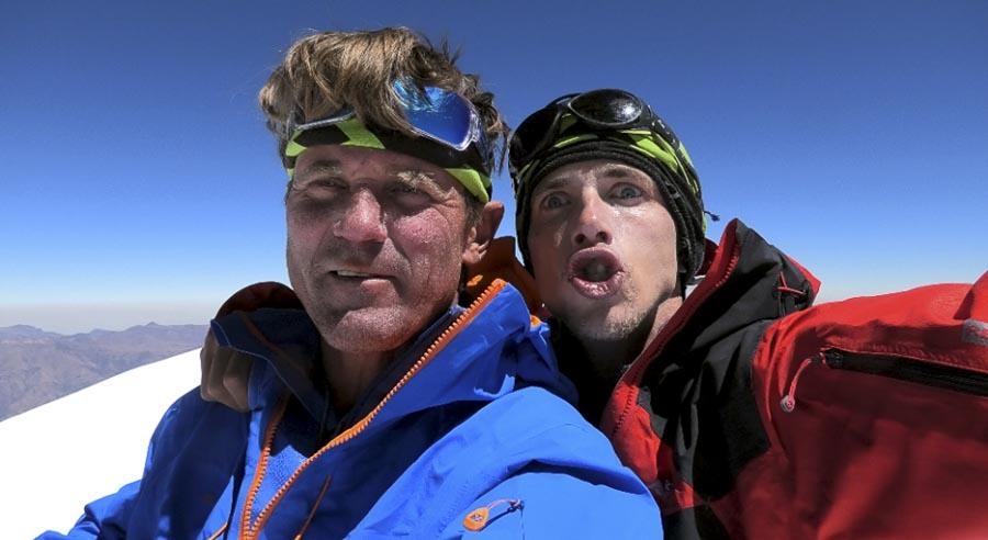 """Марек Голечек (Marek Holeček) и Радослав Грох (Radoslav Groh) во время восхождения по маршруту """"BOYS 1970"""" на вершину горы Хуандой Северный (Huandoy North, 6360 м.) что расположена в Кордильера-Бланка, Перу. Фото Marek Holecek"""
