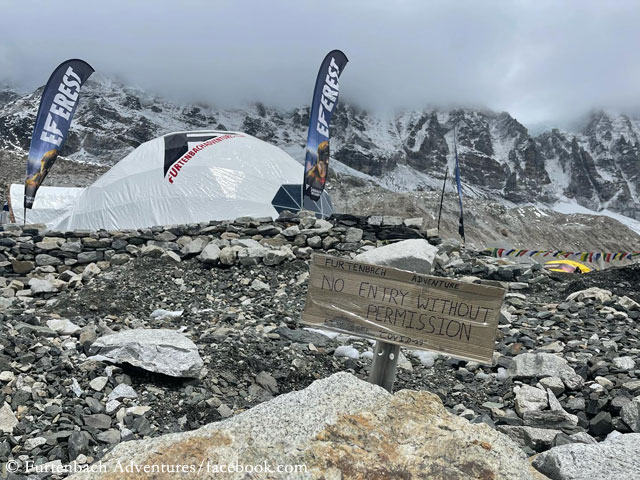 палатки австрийского турагентства Furtenbach Adventures в базовом лагере Эвереста