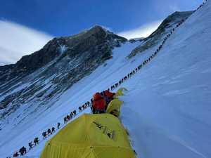 Фото дня: очередь на вершину Эвереста