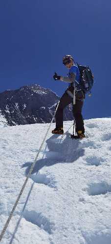 Хрыстя Мохнацька на фоне Эвереста