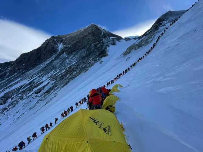 Очередь на Эверест. Фото Mingma Dorchi Sherpa