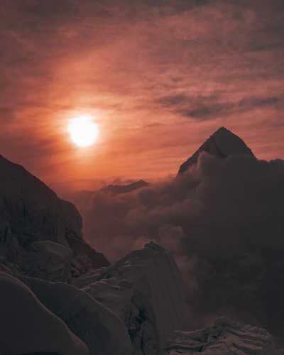 Волшебный свет заката на Ледопаде Кхумбу. Фото Elia Saikaly