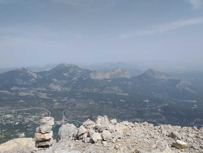 на вершине горы Геиксивриси (Geyik Sivrisi высотой 1715 метров. Одно из последних фото с телефона Яны