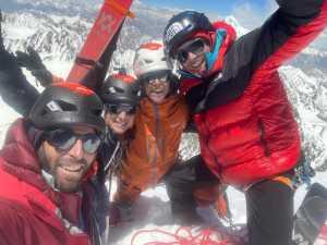 На лыжах по Гиндукушу: французский квартет совершил первый спуск с ранее никем не пройденного шеститысячника