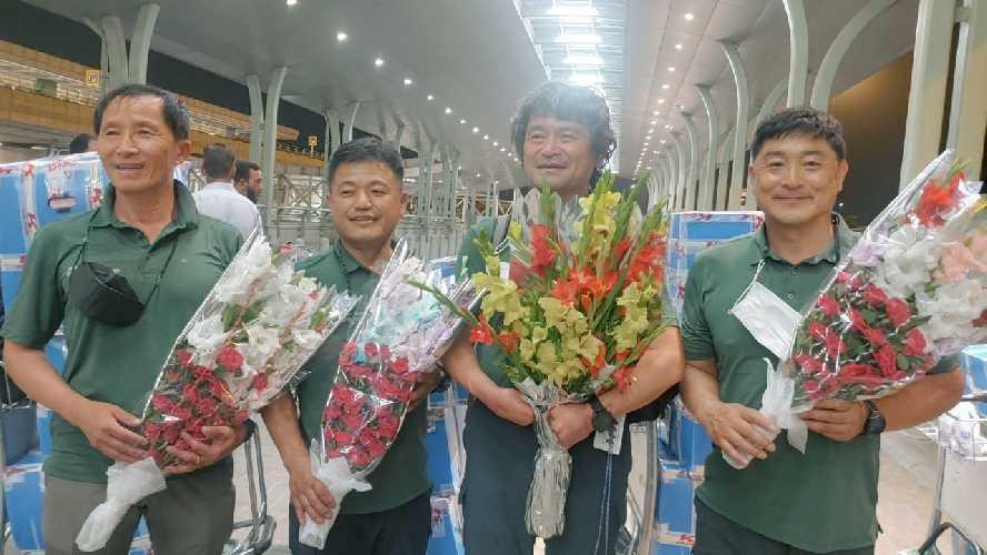 Ким Хонг-Бин (HongBin Kim) со своей командой вчера приземлился в Исламабаде.