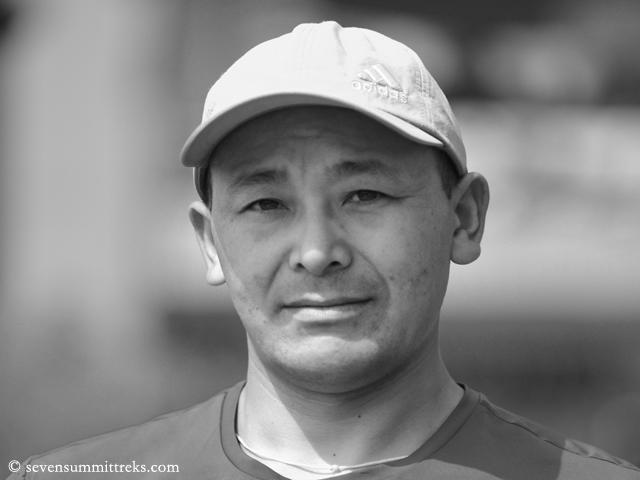 Еще одна жертва Эвереста в сезоне 2021 года - опытнейший непальский шерпа Лхакпа Нуру