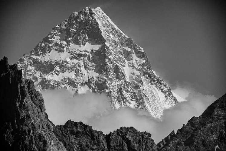 К2 (Чогори) высотой 8611 метров. Фото Graham Zimmerman