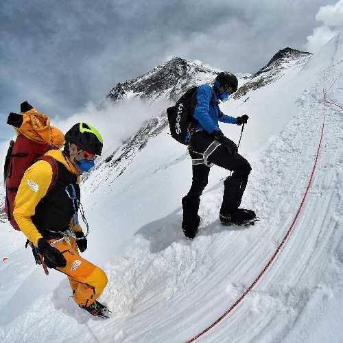 Дэвид Геттлер (David Göttler) и Килиан Жорнет (Kilian Jornet Burgada) в эверестовской экспедиции 2021. Фото David Göttler