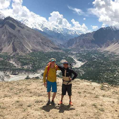 Том Ливингстон (Tom Livingstone) и  Матьё Менадье (Mathieu Maynadier) в Пакистане на старте своей экспедиции к  <br> Пумари Чхиш Южная (Pumari Chhish South) высотой 7350 метров